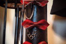 Fashion / Papioane din piele, rosu, negru si gri metalizat, handmade, accesorizate in functie de dorintele dumneavoastra. Turbane, new trend in town. https://www.uniqueshop.ro