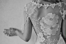 Please do turn your back on me... / Wedding dresses which make it all about showing of your  back