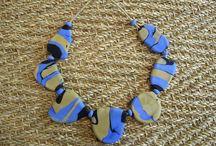 Colliers primitifs / Colliers en verre de Murano d'aspect ethnique ou primitif