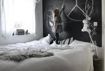 Bedrooms / by Lisette van Bussel ✪