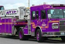 camiones de bomberos, ambulancias...