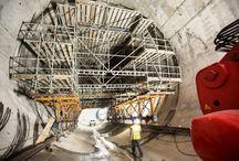 """Z cyklu """"ULMA na świecie"""" - Elektr. wodna Venda Nova, Portugalia / Budowa tuneli elektrowni wodnej Venda Nova III o mocy 746 MW stanowiła dla firmy ULMA z Portugalii duże wyzwanie logistyczne i wiązała się z koniecznością dostarczenia na plac budowy ponad 2 000 ton deskowań i rusztowań. Do wykonania 9 km tuneli podziemnych o zmiennej średnicy od 8 do 20 m zastosowano rozwiązania pozwalające na łatwą adaptację projektu deskowań do geometrii obiektu oraz zakładanego czasu realizacji."""