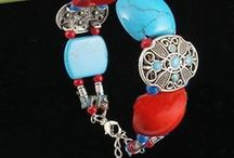 Pulseira de Coral e Turquesa / Pulseira Multicolorida Estilo Romantico Material: Coral Cores: Azul e Vermelho Comprimento: 18 cm Peso: 29g Metal: Prata  Pedra principal: Turquesa