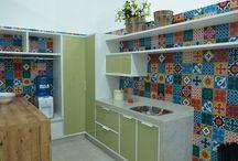 Ideias para lavanderias / Projetos e móveis que otimizam espaço deixando a área de serviço mais prática e produtiva.