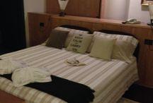 suite suite suite / Atmosfera unica nelle nostre suite...... posizionate nell'attico, vasca idromassaggio, salottino, tv schermo piatto, lettore dvd, frigobar, accappatoio, ciabattine, set da bagno....cosa manca? SOLO VOIIIIII