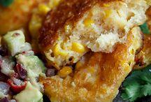 Corn / Cheesy corn cakes with spicy avocado salsa