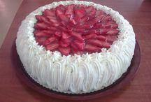 Täytekakkuja / Erilaisia omatekoisia täytekakkuja sekä hienoja muiden tekemiä kakkuja