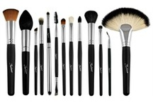 Makeup Brushes / Makeup brushes every girl should own!!