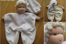 Kuddels, knufpopjes en hun slaapzakjes / All hand made, how you like it to be.
