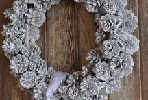 wreaths (door decorations)