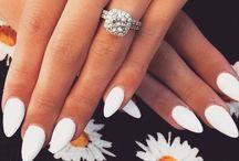 《Nails》