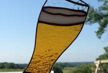 Glas bier / Raamhanger  ,beige glas met witte schuimrand