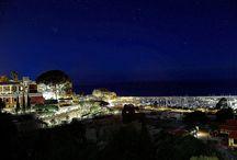 """Residence New Paradise / Il Residence-Hotel New Paradise di Tropea è situato nella """" Costa degli Dei"""", a pochi passi dalle bianche spiagge di Tropea e dal centro storico, in una strategica posizione storica-paesaggistica dove poter ammirare l'affascinante rupe di Tropea, lo scoglio di San Leonardo e il caldo rosso dei tramonti immergersi sul mare azzurro e cristallino."""