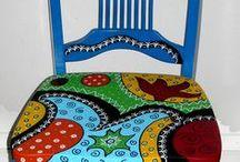 sillas demás pintadas