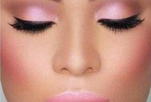 Μακιγιάζ και νύχια