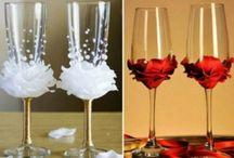 bloemen op wijnglas