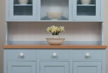 Dr Langton's Dresser / Dr Langton's kitchen dresser has even proportions, with the glass cupboards in line with the sideboard cupboards. The side of the rack has a scalloped detail which softens the overall appearance.