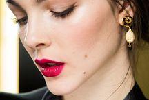 """Makeup for autumn 2015 / Graficznie zaznaczone oko i obfite rzęsy, subtelne złoto na powiece, """"no makeup"""" oraz karminowe usta - to tylko niektóre z propozycji jakie zobaczyć można w kolekcjach projektantów na jesień i zimę 2015"""