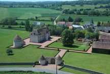 Les Residences du Château de Vianges  / Les Résidences du Château de Vianges offers self-contained apartments and rooms in Bourgogne, France, for up to 18 guests. Each room is personally decorated. Breakfast is Euro 10 per person.