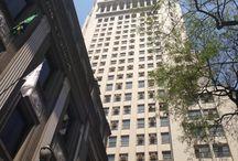 """Banespa - FAROL SANTANDER / O Edifício Altino Arantes,""""Torre do Banespa"""", é um dos mais emblemáticos da capital paulista. Inaugurado em 1947, para sediar o Banco do Estado de SP, está situado no ponto alto do centro antigo. Projeto do engenheiro  arquiteto Plínio Botelho do Amaral, adaptado pela Construtora Camargo & Mesquita após solicitação da diretoria de que o prédio fosse inspirado no famoso Empire State Building, em Nova York (1930).  Rebatizado em Janeiro/2018 de """"FAROL SANTANDER"""". Rua João Brícola, 24 - Centro."""