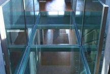Passerelle Verre / Glass Footbridge / SOL VERRE . fixation : en latérale, sur la hauteur de la dalle (béton, ou support acier, poutre bois…) . structure : tube en inox ou en acier laqué (section variable selon la taille du projet) . verre : trempé, triple stratification 10+10+10mm  PASSERELLE VERRE . base : sol en verre . garde-corps 1 ou 2 côtés : verre / verre et inox / inox / verre et acier laqué / acier laqué