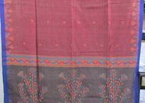 Karomi Sarees at Kilol / Playing with textures through combination of different types of yarns and weaves, design and color sensibility of Karomi sarees is an ode to Indian culture. #Kilol #Karomi #Handloom #Sarees