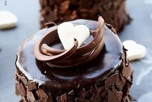 I'm coming over with dessert! / Desserts you'll envy. / by Dionne Baldwin