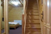 Apartmán č. 4 /  Penzión DAMI Sport / Ubytovanie v mezonetovom apartmáne (2 poschodia) s rozlohou 48 m2. Vybavenie: 4 lôžka, pohovka, sprcha, toaleta, balkón, manželská posteľ, chladnička, TV, free wifi. Viac info na penzion@damisport.sk.