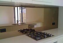 Kitchen ideas / Bronze tinted mirror splash back