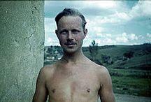 Franz Grasser / автор многих пейзажных и портретных фотографий, сделанных во время войны в Советском Союзе. До войны работал профессиональным фотографом в Мюнхене. Весной 1942 года был призван в ряды вермахта и проходил службу сначала в Голландии, затем, в 1943 году - на Восточном фронте.