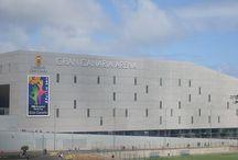 Las Palmas de Gran Canaria / Las Palmas de Gran Canaria es una ciudad y municipio español situado en el noreste de la isla de Gran Canaria. La ciudad, la más grande y poblada de Canarias,  es la capital de Gran Canaria y de la provincia de Las Palmas. Además, comparte la capitalidad de la Comunidad Autónoma de Canarias con la ciudad de Santa Cruz de Tenerife.