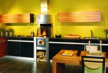 Rüegg CookCook / CookCook – c'est l'idée révolutionnaire de Rüegg, le Numéro 1 Suisse des fabricants de cheminées. CookCook allie travail plaisant et culture de l'habitat à son plus haut niveau. Au delà des normes et des tendances, cette nouvelle création intemporelle bénéficie d'un design hors du commun et des fonctionnalités les plus modernes. Parmi tous ses avantages, une métamorphose tient la vedette: CookCook ramène le feu à son endroit d'origine, au coeur de l'espace vital: dans la cuisine.