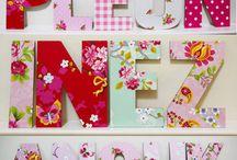 Houten letters / wooden letters / Houten #letters bewerkt met het mooiste behang. Leuk voor op de deur of muur van een #kinderkamer.