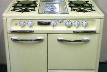Vintage Kitchens/Appliances / Step back in time to relive sweet, nostalgic memories about vintage kitchens and appliances.