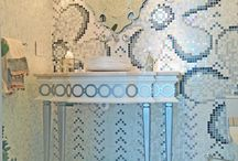 Bathroom designs / This is a collection of bathrooms with different materials and styles.