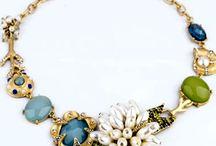 Colar Fashion com Pérolas e Coral / Colar com Pérolas de Água Doce, Coral, e outras Pedras Mistura de Pedras Metal Dourado
