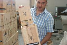 Las cajas de madera del vino natural Porcellànic / Los packs Porcellànic y sus cajas de madera: http://porcellanic.com/imagenes-porcellanic/  Vinos ecológicos, vinos sin sulfitos, vinos naturales, vinos elaborados por el sistema de permacultura, Porcellànic xarello, xarello sur lie, vi dolç natural Porcellanic, cava porcellanic.