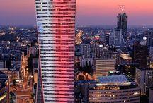 Złota 44 / ZŁOTA 44, zaprojektowana przez światowej sławy architekta Daniela Libeskinda, jest najwyższą wieżą mieszkalną tej klasy w Unii Europejskiej — 192 metry, 52 piętra i 287 unikalnych apartamentów. Ten prestiżowy adres zredefiniował pojęcie luksusu i zapewnia standard odzwierciedlający sukces i aspiracje Polaków. ZŁOTA 44 oferuje spektakularne widoki i światowej klasy udogodnienia, które kreują styl życia, jakiego w Polsce dotychczas nie było.