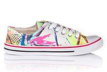 Trampki damskie / Trampki damskie to podstawowe obuwie na wiosnę i lato. Oferujemy szeroką ofertę obuwia damskiego. Trampki damskie na koturnie, wysokie trampki damskie oraz tanie trampki materiałowe