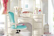 Vanity Bliss / Vanity desk inspiration