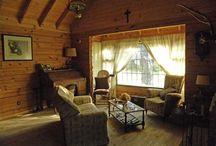 Interiores rusticos de cabañas / Pueden ver mayor informacion en la pagina web www.casadetroncos.com o en Facebook: Cabañas Casa de Troncos, construccion en madera
