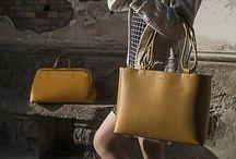 Collezione Donna / Grandi o piccole, a mano o a tracolla, morbide o rigide, da giorno o da sera. Ecco le borse Tramontano.