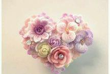 Apró virágokból alakzatok