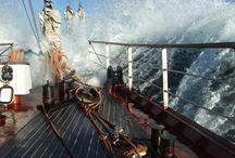 Wyprawy morskie / Podróże daleki i bliskie małymi statkami i dużymi żaglowcami.