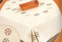 Home Classic -Τραπεζομάντηλο-Κουζίνας Αξεσουαρ / Τραπεζομάντηλα φιγούρας ή φαγητού σε όλες τις διαστάσεις αλλά και στην μεγαλύτερη ποικιλία. Ποδιές , γάντια πετσέτες κουζίνας & ποτηρόπανα.