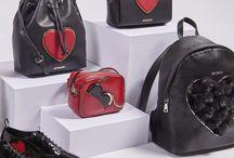 """Love Moschino / """"We heart LOVE MOSCHINO!"""": Das italienische Label ist für feminine, ausgefallene Designs bei Taschen und Schuhen bekannt. Die """"Heart""""-Kollektion für den Herbst/Winter 2016 kommt im signalstarken Farbduo Rot & Schwarz daher und wartet mit verspielten Details auf. ► http://bit.ly/KONEN-Love-Moschino-Pin"""