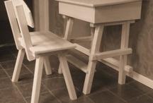 Overige Meubels / Handgemaakt en handbeschilderde houten meubels voor kids! Origineel en praktisch, dat zijn de houten meubeltjes van Klein & Dapper.  Want zeg nou zelf, rompertjes, knuffels en badspul voor de kleine, dat geeft toch iedereen al?  Een handgemaakt houten meubeltje is een sieraad in uw huis, mede dankzij de vrolijke kleuren en grappige tekeningen van dieren.  Kortom, een potje van Klein & dapper is een kraamkado waar ouder en kind nog jarenlang plezier van hebben.