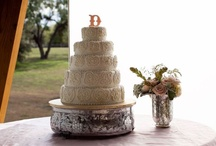 Let them eat cake! / Our favorite wedding cake ideas and inspiration for your DIY wedding - find uniquel wedding cakes, DIY wedding cakes and wedding cake decoration, wedding cakes with flowers, wedding cake alternatives, and wedding deserts for you to consider for your wedding day from our past weddings.