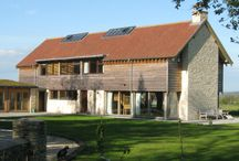 Contemporary part clad oak frame house / This contemporary oak frame house combines glazing and upper cladding to create a magnificent family home.