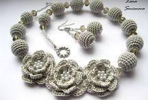 háčkovaný náhrdelník a náušnice